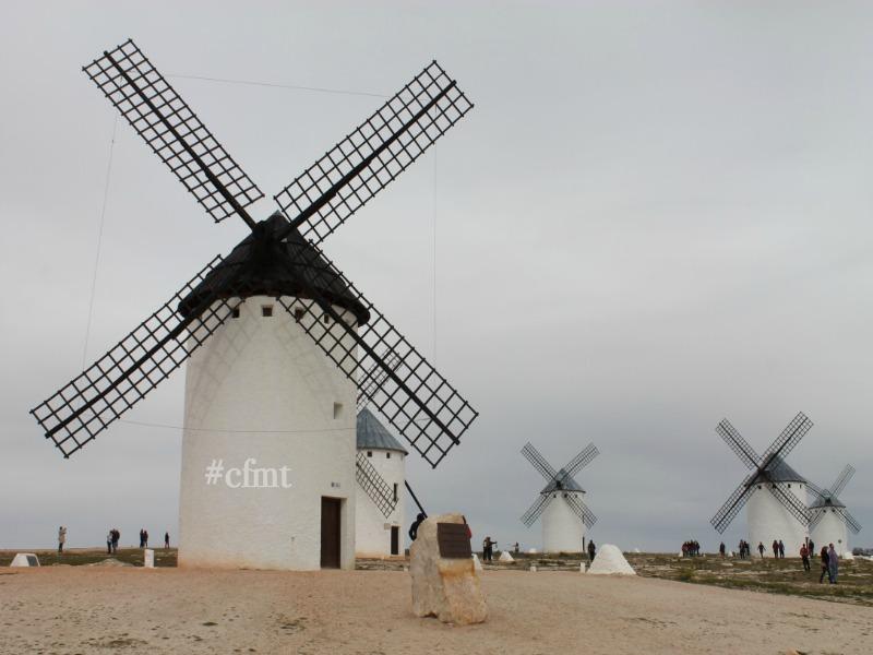 Los molinos de viento que inspiraron a cervantes turismo for Piscina molino de viento y sombrilla